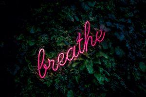 respirar bien, breathe, meditación en el trabajo, reducir estres, clases de mindfulness Barcelona